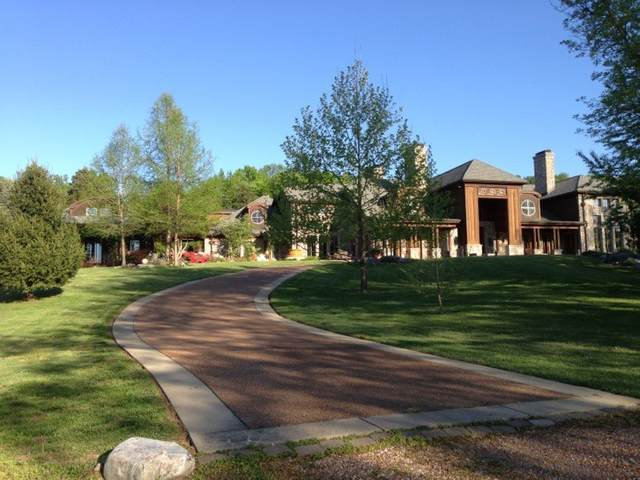 5836 Hillsboro Pike, Nashville, TN 37215 (MLS #RTC2264374) :: Movement Property Group