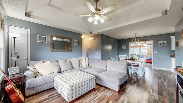 105 Sara Acres Dr, Tennessee Ridge, TN 37178 (MLS #RTC2300549) :: Village Real Estate