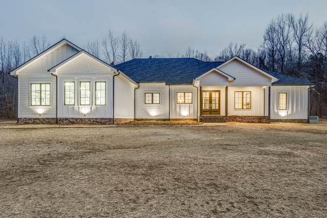 6775 E Blue Crk Rd, Mc Ewen, TN 37101 (MLS #RTC2226149) :: Village Real Estate