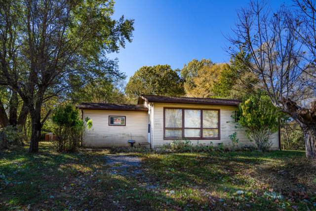 830 Potters Ln, Clarksville, TN 37040 (MLS #RTC2095549) :: The Group Campbell powered by Five Doors Network