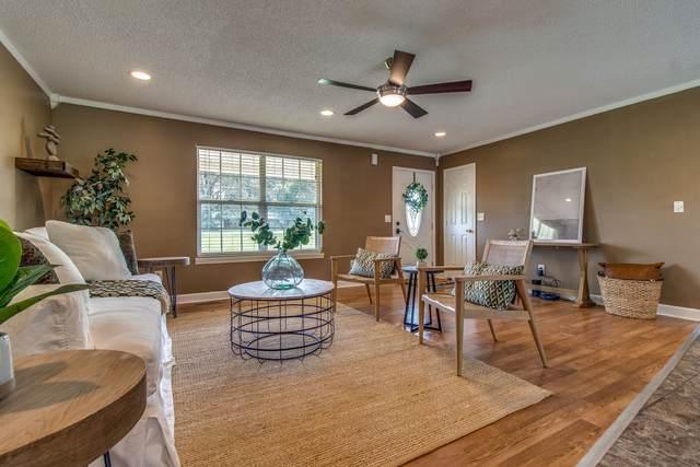 2400 Summer Oaks Cir, Summertown, TN 38483 (MLS #RTC2187795) :: Village Real Estate