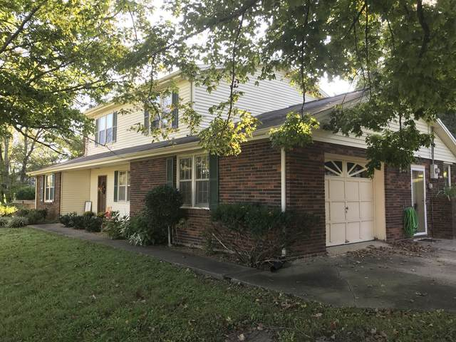 2037 Ridgecrest Cir, Dickson, TN 37055 (MLS #RTC2189344) :: Village Real Estate
