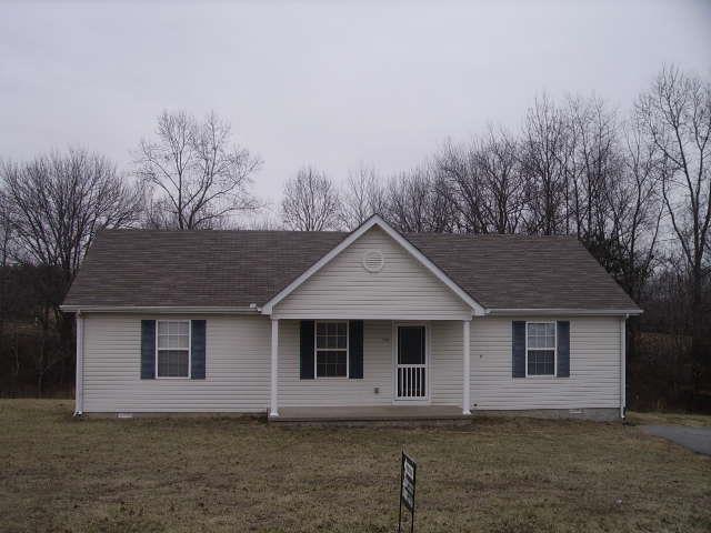 250 Kristen Dr, Lafayette, TN 37083 (MLS #1899789) :: DeSelms Real Estate