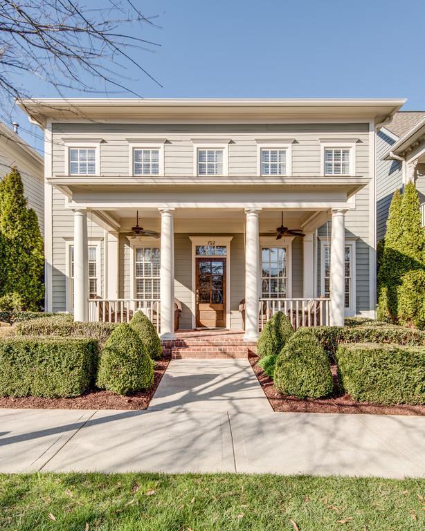 702 Abbott Place, Franklin, TN 37064 (MLS #1908880) :: DeSelms Real Estate