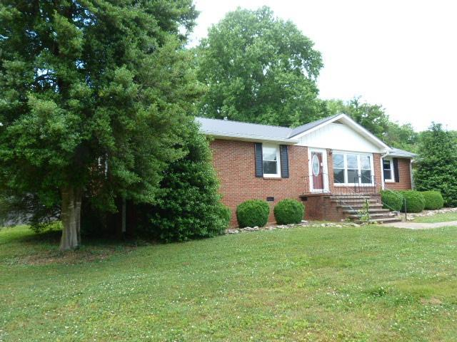 124 Spring Hill Dr, Winchester, TN 37398 (MLS #1943219) :: DeSelms Real Estate