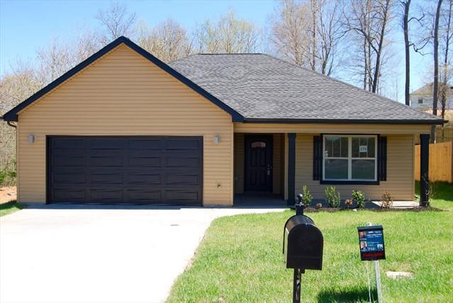 79 Eagles Bluff, Clarksville, TN 37040 (MLS #1973153) :: DeSelms Real Estate