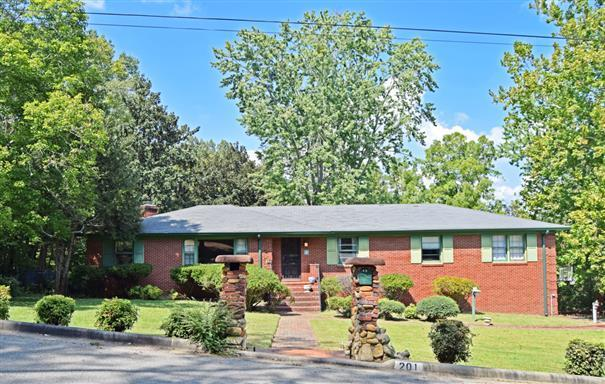 201 Cherokee Trl, Clarksville, TN 37043 (MLS #1973302) :: RE/MAX Choice Properties