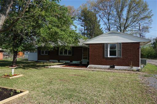 213 Hallbrook Dr, Clarksville, TN 37042 (MLS #1991792) :: Nashville on the Move