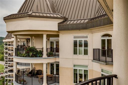 400 Warioto Way Apt 305 #305, Ashland City, TN 37015 (MLS #1999150) :: DeSelms Real Estate