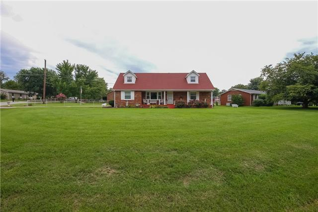 2409 Green Acres, Clarksville, TN 37042 (MLS #2019000) :: The Group Campbell powered by Five Doors Network
