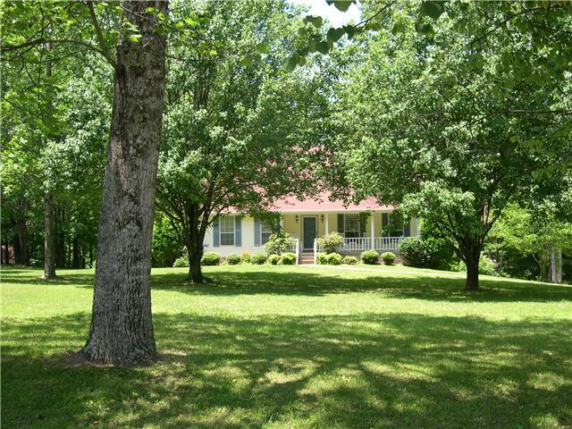 627 Mag A Mor Dr, Lafayette, TN 37083 (MLS #2030176) :: CityLiving Group