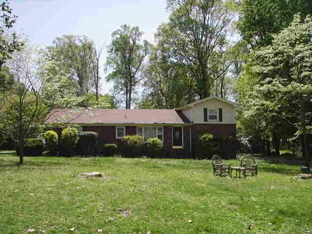 703 Sylvian Dr, Lafayette, TN 37083 (MLS #2032860) :: RE/MAX Choice Properties