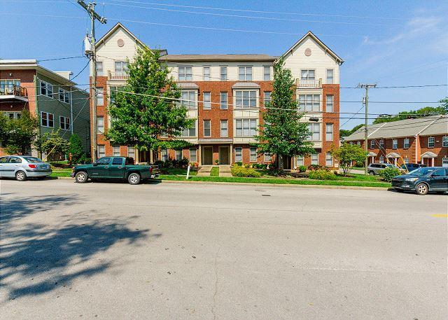 3200 Long Boulevard, Nashville, TN 37203 (MLS #2042641) :: The Kelton Group