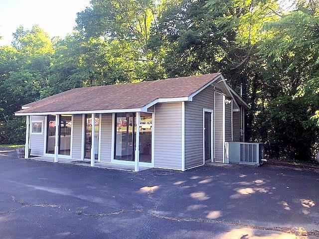 2527 Huntsville Hwy, Fayetteville, TN 37334 (MLS #RTC2042203) :: John Jones Real Estate LLC