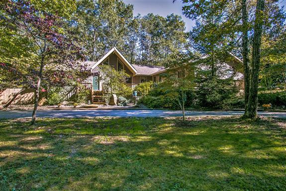 2120 Lakeshore Dr, Monteagle, TN 37356 (MLS #RTC2042359) :: Village Real Estate
