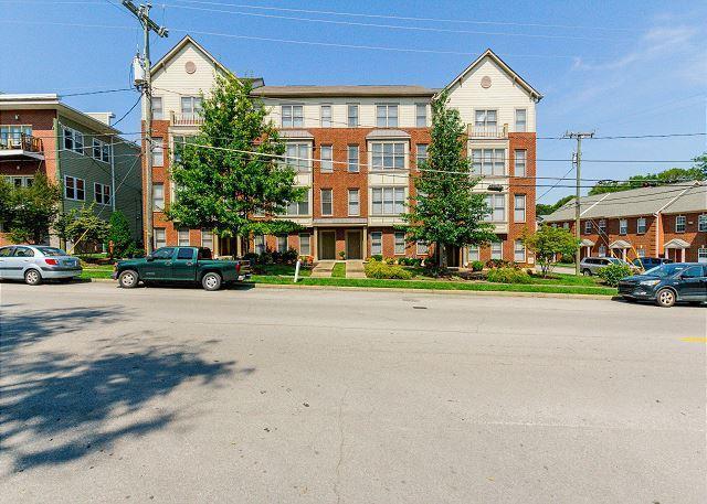 3200 Long Boulevard #4, Nashville, TN 37203 (MLS #RTC2042641) :: DeSelms Real Estate
