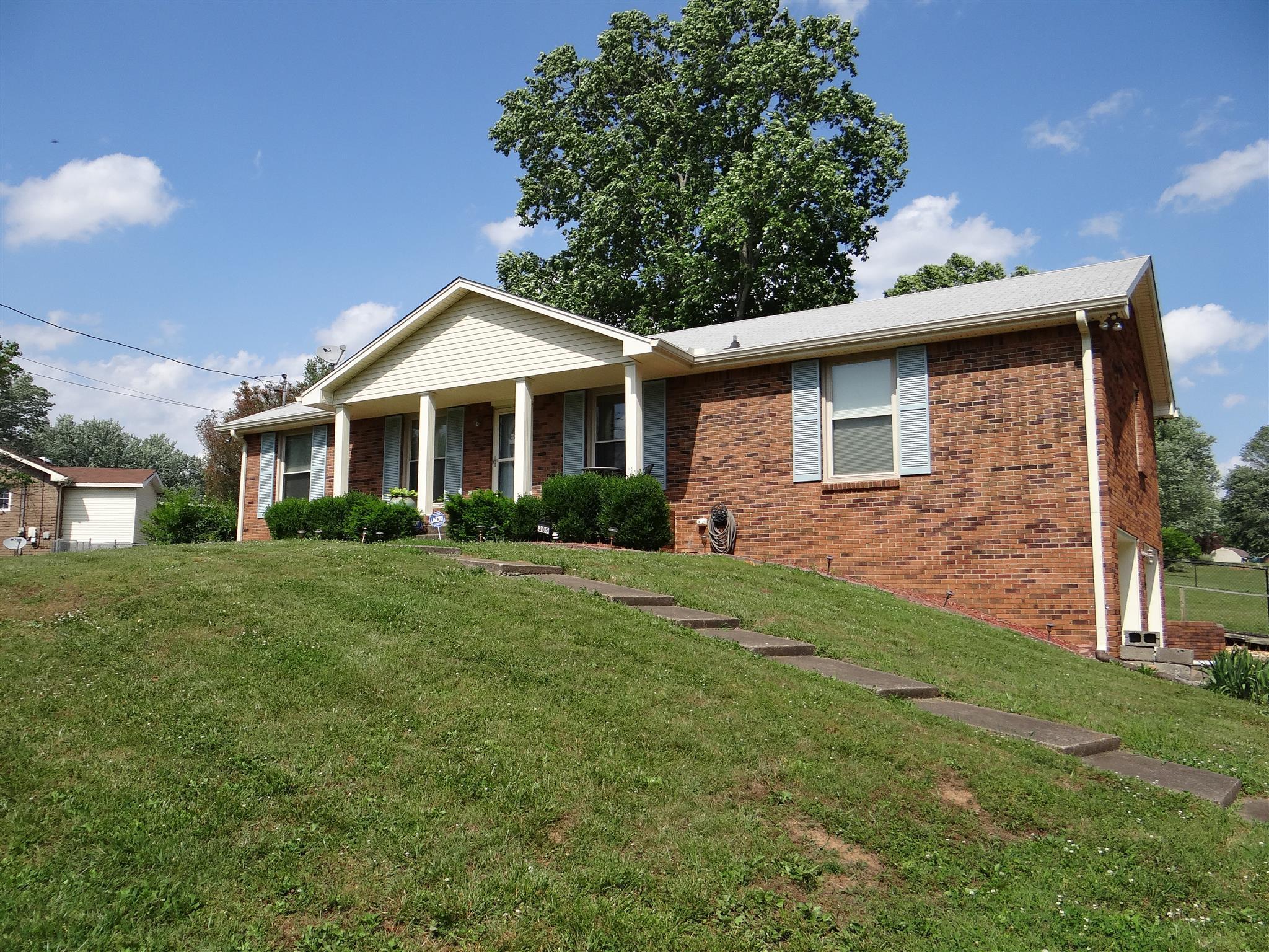 305 Justice Dr, Clarksville, TN 37043 (MLS #RTC2044547) :: Hannah Price Team
