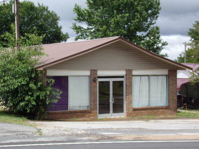 1075 S College St, Winchester, TN 37398 (MLS #RTC2048397) :: The Milam Group at Fridrich & Clark Realty