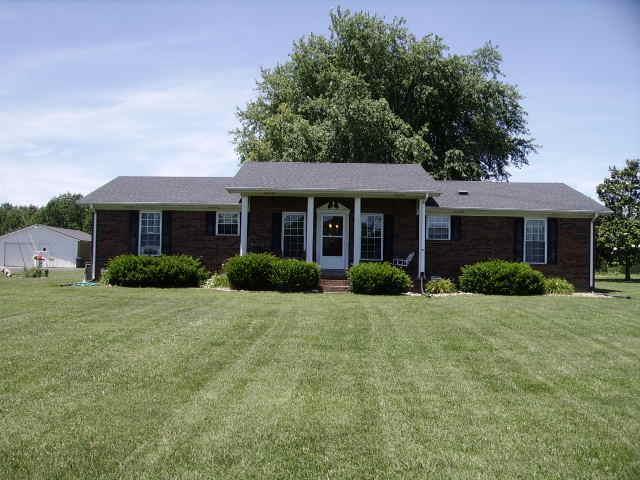5015 Rocky Mound Rd, Westmoreland, TN 37186 (MLS #RTC2051407) :: Village Real Estate