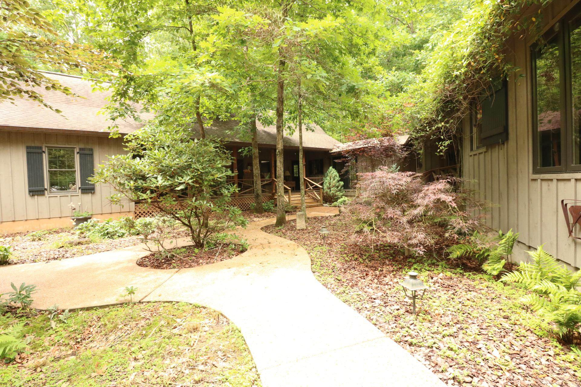 2436 Lakeshore Dr, Monteagle, TN 37356 (MLS #RTC2052421) :: Village Real Estate