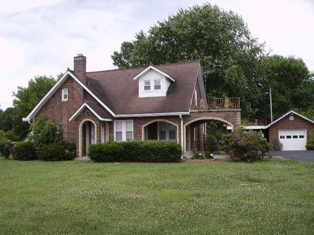 401 Scottsville Rd, Lafayette, TN 37083 (MLS #RTC2052617) :: CityLiving Group