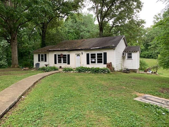 1751 Bridgewood Rd, Clarksville, TN 37040 (MLS #RTC2054220) :: Village Real Estate