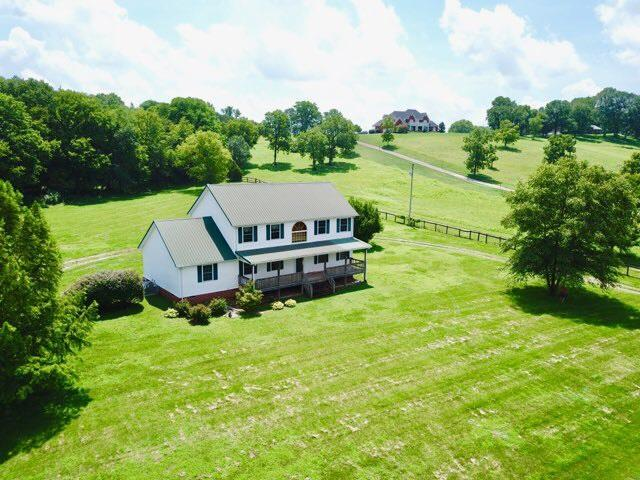 250 Kirk Ln, Gallatin, TN 37066 (MLS #RTC2059403) :: Village Real Estate