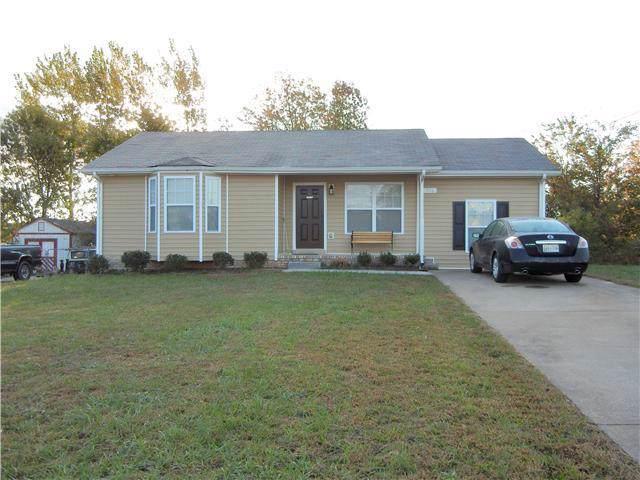 946 Van Buren, Oak Grove, KY 42262 (MLS #RTC2061725) :: Village Real Estate