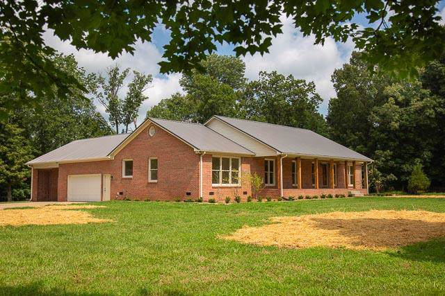 1819 Barker Rd, Columbia, TN 38401 (MLS #RTC2063119) :: The Miles Team | Compass Tennesee, LLC