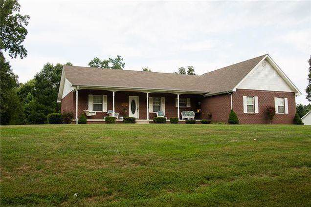 6013 Gray Fox Ln, Nunnelly, TN 37137 (MLS #RTC2079508) :: Village Real Estate