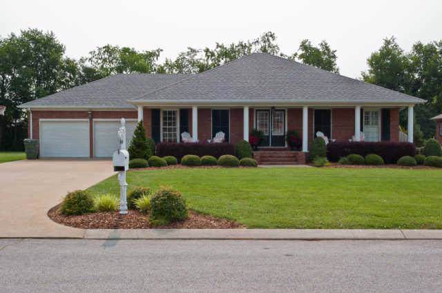 715 Toben Ter, Lawrenceburg, TN 38464 (MLS #RTC2088622) :: Nashville on the Move