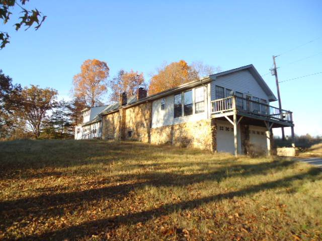 5956 King Robert Ln, Westmoreland, TN 37186 (MLS #RTC2098544) :: The Group Campbell powered by Five Doors Network