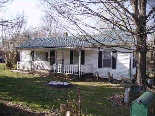 4045 Brown St, Westmoreland, TN 37186 (MLS #RTC2100908) :: Armstrong Real Estate