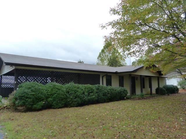 301 Main St, Huntland, TN 37345 (MLS #RTC2102063) :: DeSelms Real Estate