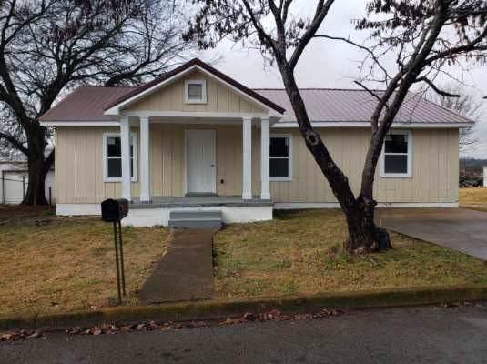 636 S 3rd St, Pulaski, TN 38478 (MLS #RTC2103107) :: Hannah Price Team