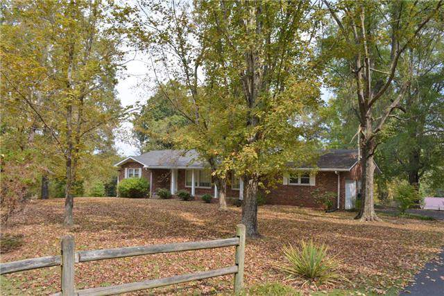 1001 Woodmont Drive, Dickson, TN 37055 (MLS #RTC2103462) :: RE/MAX Homes And Estates