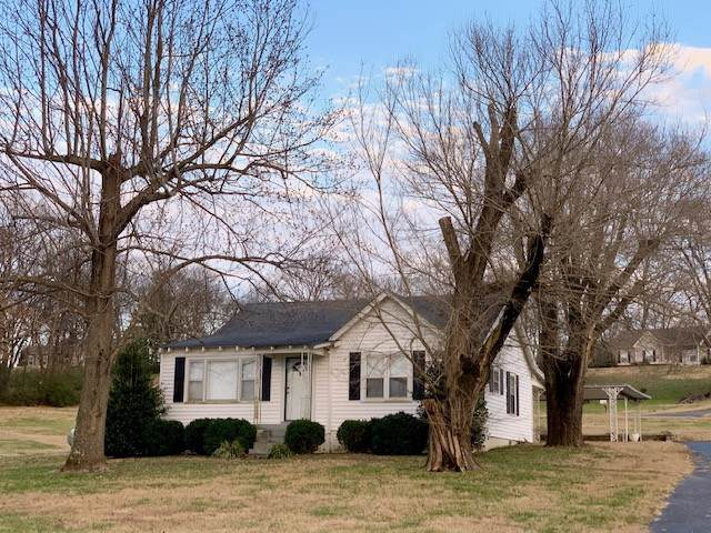 2976 Carters Creek Sta Rd, Columbia, TN 38401 (MLS #RTC2106186) :: Village Real Estate