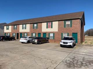 390 Stateline Rd, Oak Grove, KY 42262 (MLS #RTC2106479) :: DeSelms Real Estate