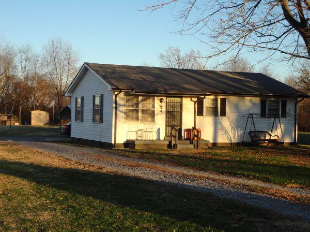 1216 S Russell St, Portland, TN 37148 (MLS #RTC2109978) :: The Group Campbell powered by Five Doors Network