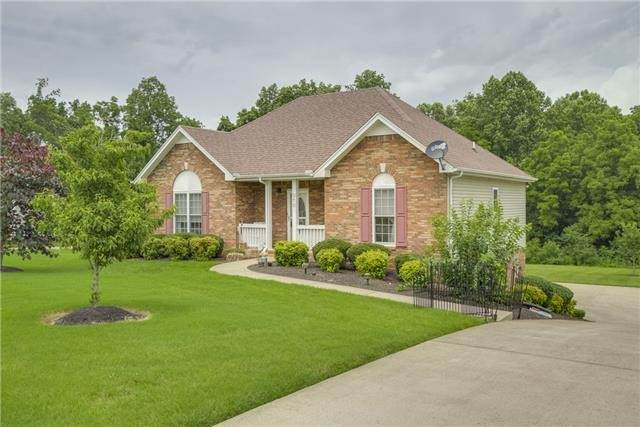 310 Glenda Ct, Pleasant View, TN 37146 (MLS #RTC2121384) :: The Group Campbell powered by Five Doors Network