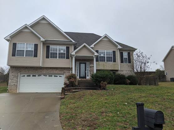 3056 Outfitters Dr, Clarksville, TN 37040 (MLS #RTC2125800) :: Village Real Estate