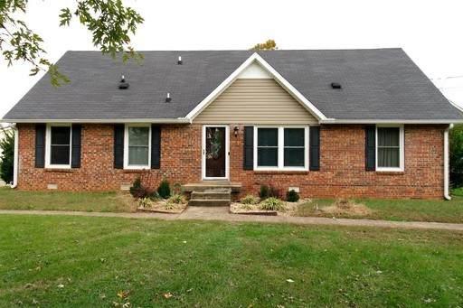444 Cunningham Ln, Clarksville, TN 37042 (MLS #RTC2125970) :: The Kelton Group