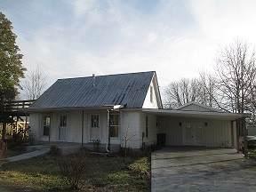104 Walton Ave, Lafayette, TN 37083 (MLS #RTC2129884) :: DeSelms Real Estate