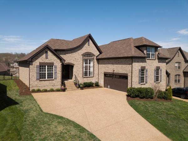 111 Monteview Dr, Hendersonville, TN 37075 (MLS #RTC2136847) :: FYKES Realty Group