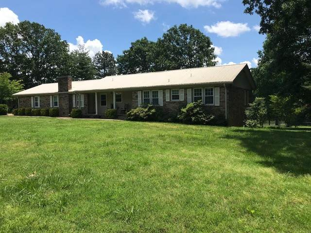 206 Druid Hills Dr, Dickson, TN 37055 (MLS #RTC2154134) :: The Group Campbell powered by Five Doors Network