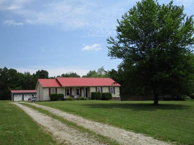 1067 Lewis Rd, Burns, TN 37029 (MLS #RTC2156263) :: FYKES Realty Group
