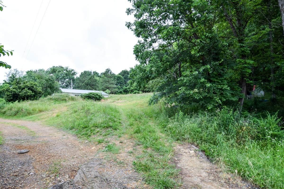 425 Calvert Ridge Rd - Photo 1