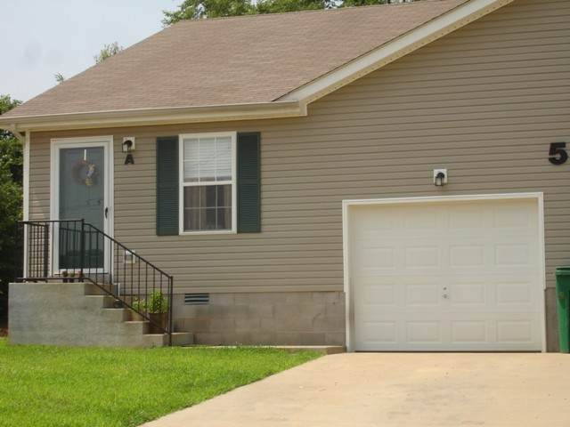 500 Luxury Dr B, Clarksville, TN 37043 (MLS #RTC2175772) :: The Milam Group at Fridrich & Clark Realty
