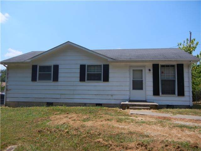 916 Oak Ln, Clarksville, TN 37040 (MLS #RTC2180034) :: John Jones Real Estate LLC