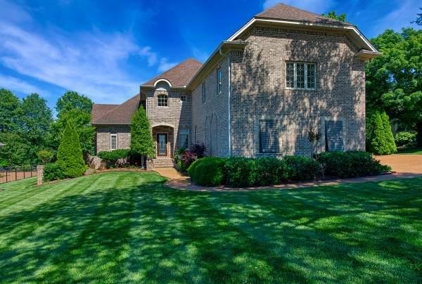 112 Blue Ridge Dr, Hendersonville, TN 37075 (MLS #RTC2186204) :: Village Real Estate